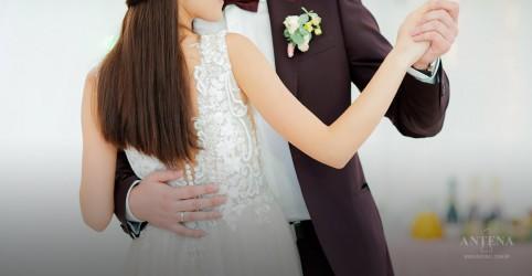 Placeholder - loading - Imagem da notícia 10 melhores músicas para a primeira dança dos noivos no casamento