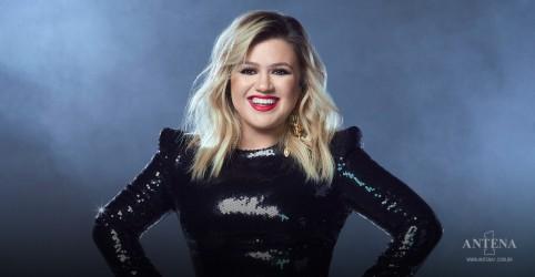 Placeholder - loading - Imagem da notícia Kelly Clarkson faz cover de Kings of Leon