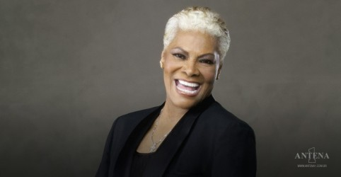 Placeholder - loading - Dionne Warwick canta com Gladys Knight e Patti LaBelle em live musical; assista