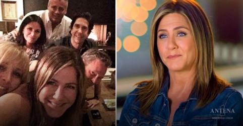 Placeholder - loading - Imagem da notícia Como Jennifer Aniston passou diversos cantores para trás