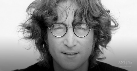 Placeholder - loading - Óculos de John Lennon é leiloado