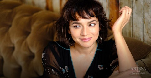 "Banda de Norah Jones divulga canção natalina ""Christmas All Over Again""; Ouça!"
