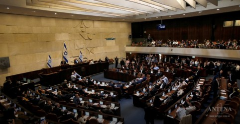 Deputados israelenses votam a favor de nova eleição