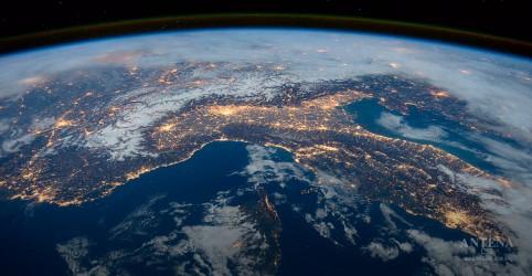 Placeholder - loading - China quer criar estações de geração de energia solar no espaço
