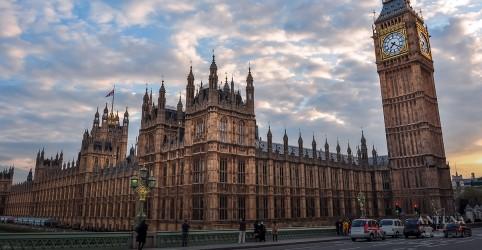 Britânicos vão às urnas pela quarta vez em quatro anos