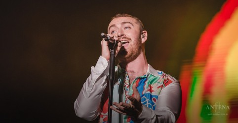 "Placeholder - loading - Imagem da notícia Sam Smith revela clipe de ""How Do You Sleep?"""