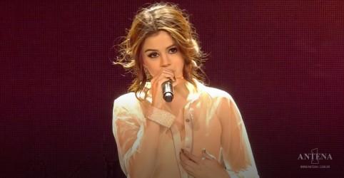Placeholder - loading - Imagem da notícia Selena Gomez performa novo single Feel Me