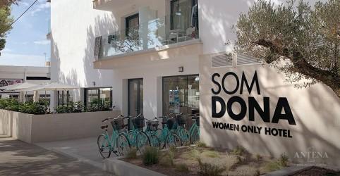 Placeholder - loading - Conheça hotel só para mulheres na Espanha