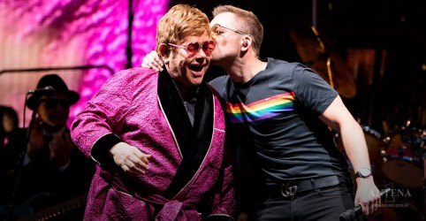 "Elton John canta ""Your Song"" com Taron Egerton"