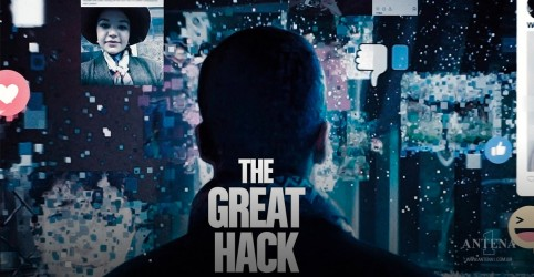 Placeholder - loading - Hillary Clinton assiste ao filme The Great Hack e critica Facebook