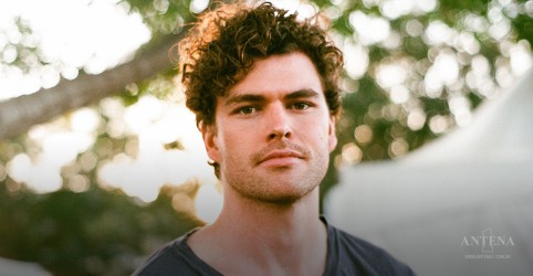 "Vance Joy faz cover de ""What About Us"", de P!nk"
