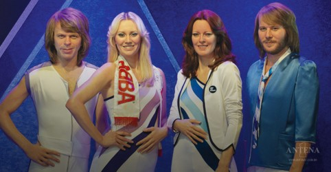 Placeholder - loading - Imagem da notícia ABBA anuncia reunião após 35 anos