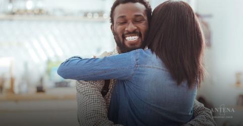 Placeholder - loading - Imagem da notícia Por que algumas pessoas amam ser abraçadas?