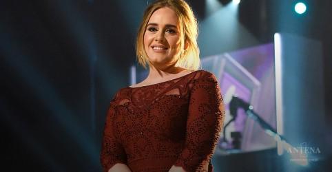 Placeholder - loading - Imagem da notícia Adele é a cantora mais rica do Reino Unido