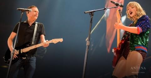 Bryan Adams faz participação em show de Taylor Swift