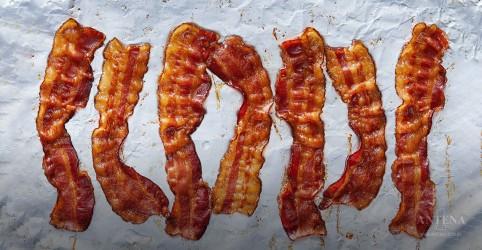 Placeholder - loading - Imagem da notícia Carne processada aumenta risco de câncer colorretal