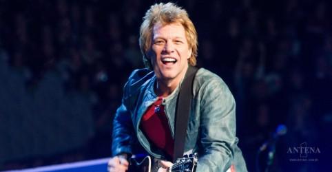 Placeholder - loading - Imagem da notícia Bon Jovi faz performance com formação clássica
