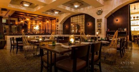 Placeholder - loading - Imagem da notícia Restaurante propõe jantar no escuro