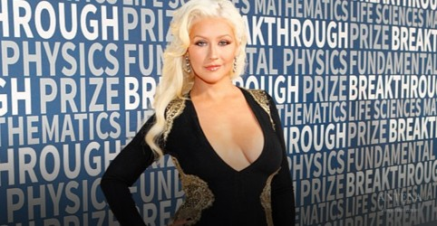 "Confira lyric video de ""Like I Do"", de Christina Aguilera"