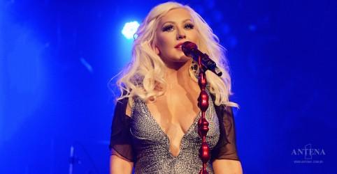 Placeholder - loading - Imagem da notícia Christina Aguilera homenageia Whitney Houston