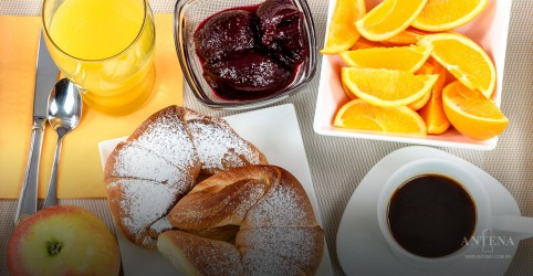 Tomar um café da manhã completo antes dos treinos ajuda no emagrecimento