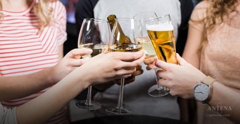 Três litros de cerveja ou vinho por semana podem ajudar a proteger o cérebro
