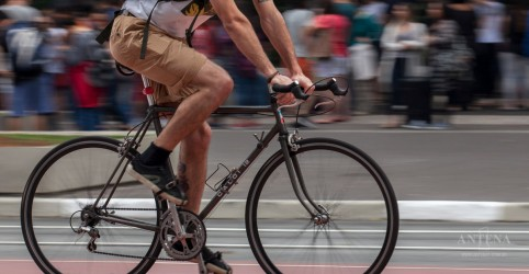 Placeholder - loading - Imagem da notícia Inovações de segurança para quem anda de moto ou bicicleta