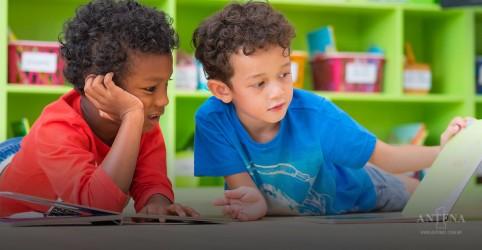 Placeholder - loading - Um estudo identificou danos na vida de crianças que abusam de telas