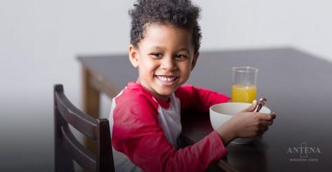 Utilizar pratos lúdicos com as crianças pode fazer com que elas aceitem melhor os vegetais