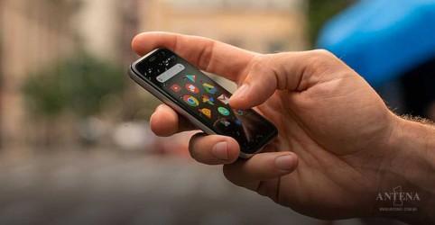 Placeholder - loading - Imagem da notícia Conheça o pequeno telefone inteligente Tiny Palm
