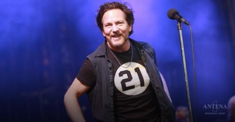"""Placeholder - loading - Imagem da notícia """"Help"""" dos Beatles é cantada por Eddie Vedder"""