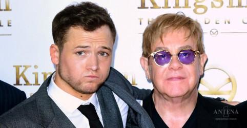 "Elton John canta ""Tiny Dancer"" com Taron Egerton"