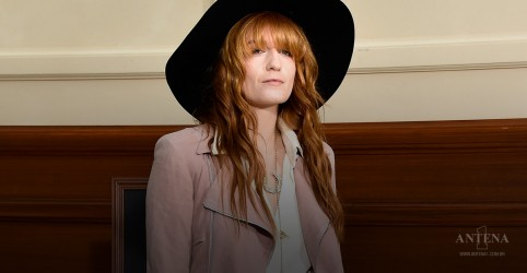 Placeholder - loading - Imagem da notícia Florence Welch com os Rolling Stones
