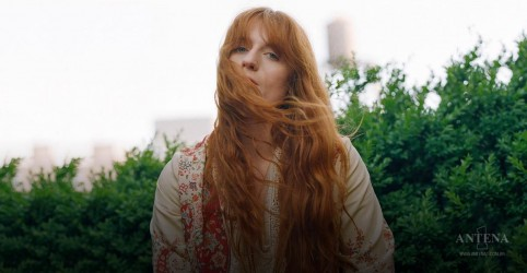 """Big God"" é a nova canção de Florence + The Machine"