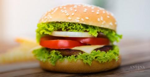 Placeholder - loading - Imagem da notícia Como fazer o hambúrguer perfeito, segundo a ciência