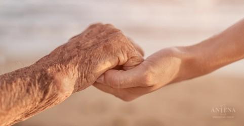 Pesquisadores desenvolvem pulseira capaz de evitar queda em idosos