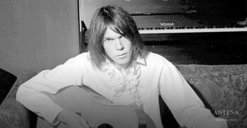 Placeholder - loading - Imagem da notícia Neil Young celebra 50° aniversário de Deja Vú