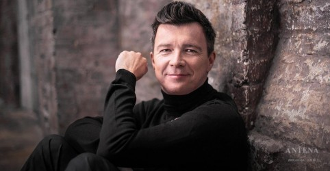 Placeholder - loading - Rick Astley faz cover de Foo Fighters!