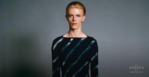 Placeholder - loading - Imagem da notícia David Bowie tinha planos de relançar Ziggy Stardust direto do espaço