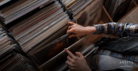 Placeholder - loading - Imagem da notícia Comércio de discos nos Estados Unidos atinge topo de vendas na semana