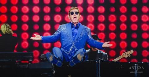 Placeholder - loading - Imagem da notícia Elton John disponibiliza show de sua primeira turnê no Brasil, gravada em 1995