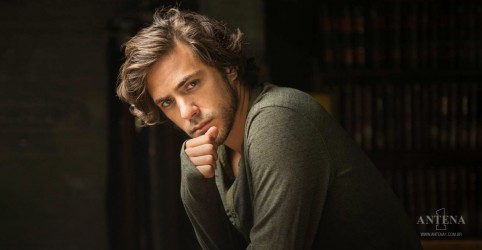 "Placeholder - loading - De ""Love Is On The Line"", Jack Savoretti fala com exclusividade à Antena 1"