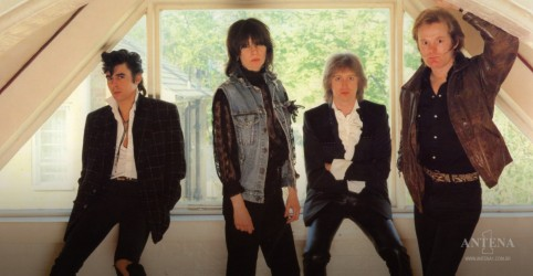 "Placeholder - loading - The Pretenders faz cover de ""Don't Fall Apart On Me Tonight"", clássico de Bob Dylan"