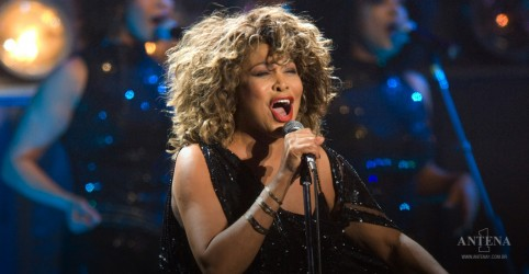 "Placeholder - loading - Imagem da notícia Tina Turner volta com remix do clássico ""What's Love Got to Do With It?"""