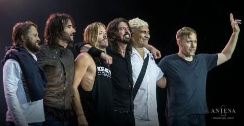 Placeholder - loading - Imagem da notícia Foo Fighters faz cover de The Bee Gees na BBC Radio