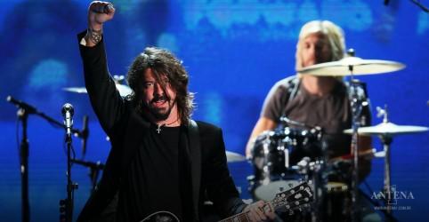 Placeholder - loading - Imagem da notícia Foo Fighters anuncia novo álbum e lança single