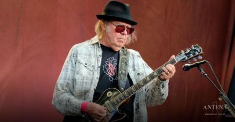 Placeholder - loading - Imagem da notícia Neil Young divulga novas canções para seu próximo álbum