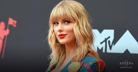 Placeholder - loading - Imagem da notícia Taylor Swift: Entenda a briga envolvendo a artista e antigo empresário