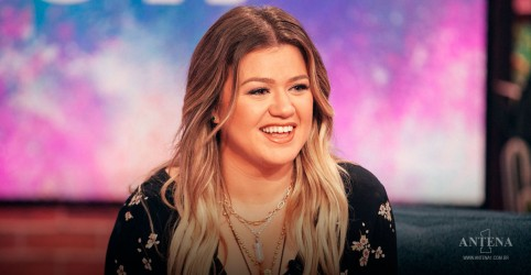 Placeholder - loading - Kelly Clarkson faz cover de The Chicks, Sin Wagon