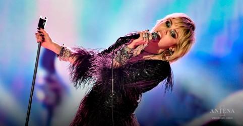 Placeholder - loading - Imagem da notícia Miley Cyrus faz cover do hit de Mazzy Star
